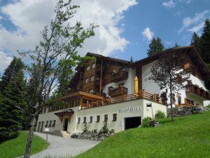 Hotel Bradabella von außen im Sommer, (c) Hotel Bradabella