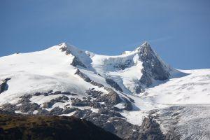 ob aus Kalk, Gneis, Granit, Schiefer, ob weiß wie Schnee, grau wie Dolomit, grüne wie sanften Almen oder voll von Gold und Silber, Bergkristallen, immer eine Wunderwelt.