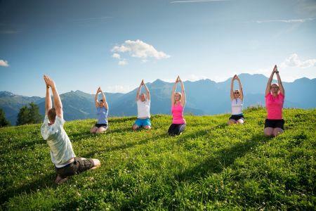 Beliebter Programmpunkt von BERG-GESUND: Yogawanderung, © TVB Großarltal