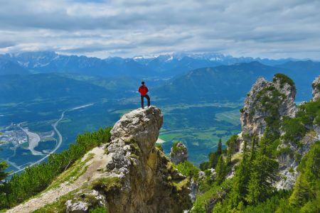 Über den Jägersteig zum Dobratsch - den Ausblick genießen, © Österreichs Wanderdörfer, Karmen Nahberger