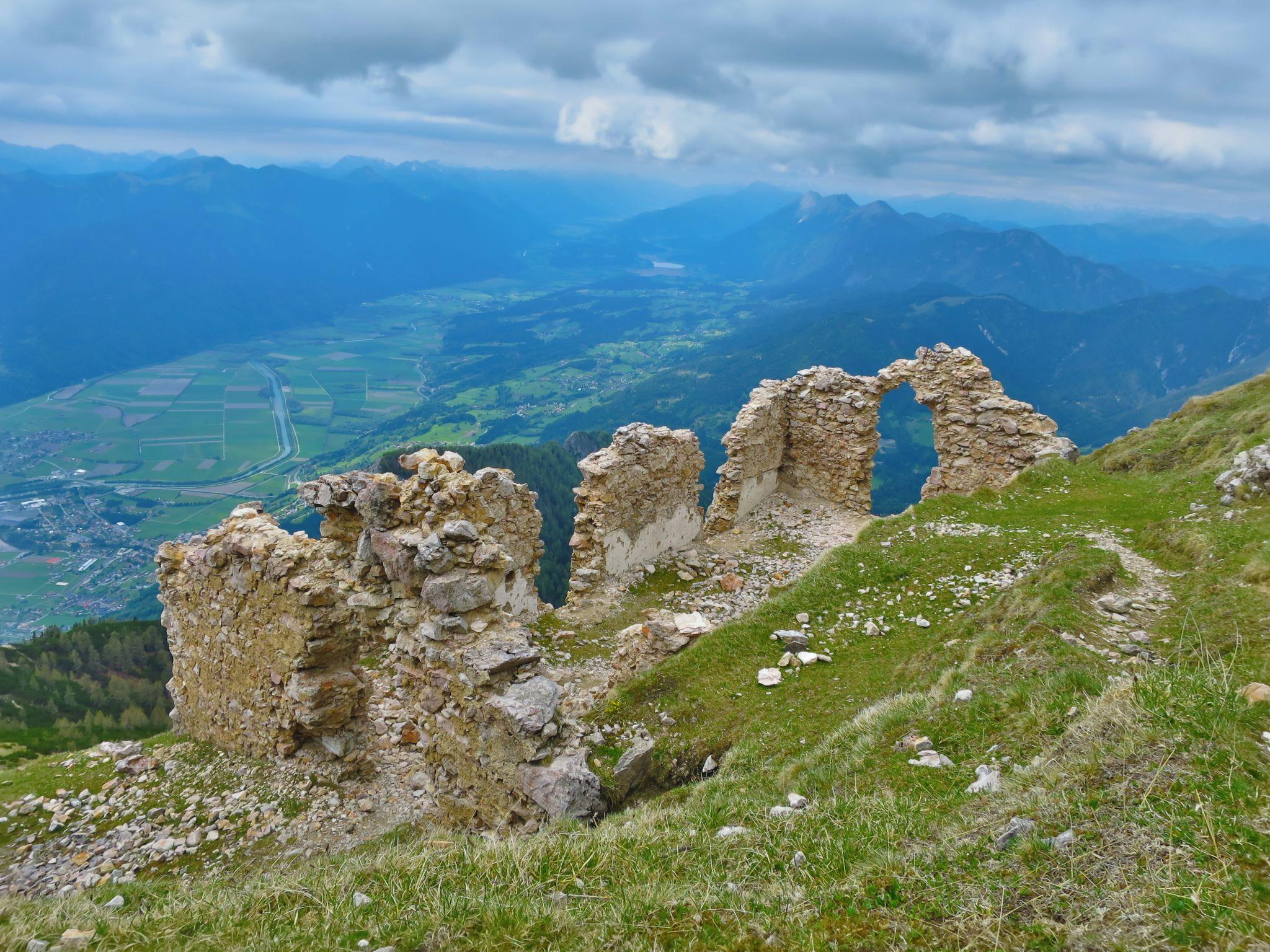 Ruine unter dem Gipfel des Dobratsch, © Karmen Nahberger