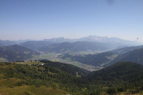Blick ins Flachautal und das Dachsteinmassiv, © Flachau Tourismus, Elisabeth Scharfetter