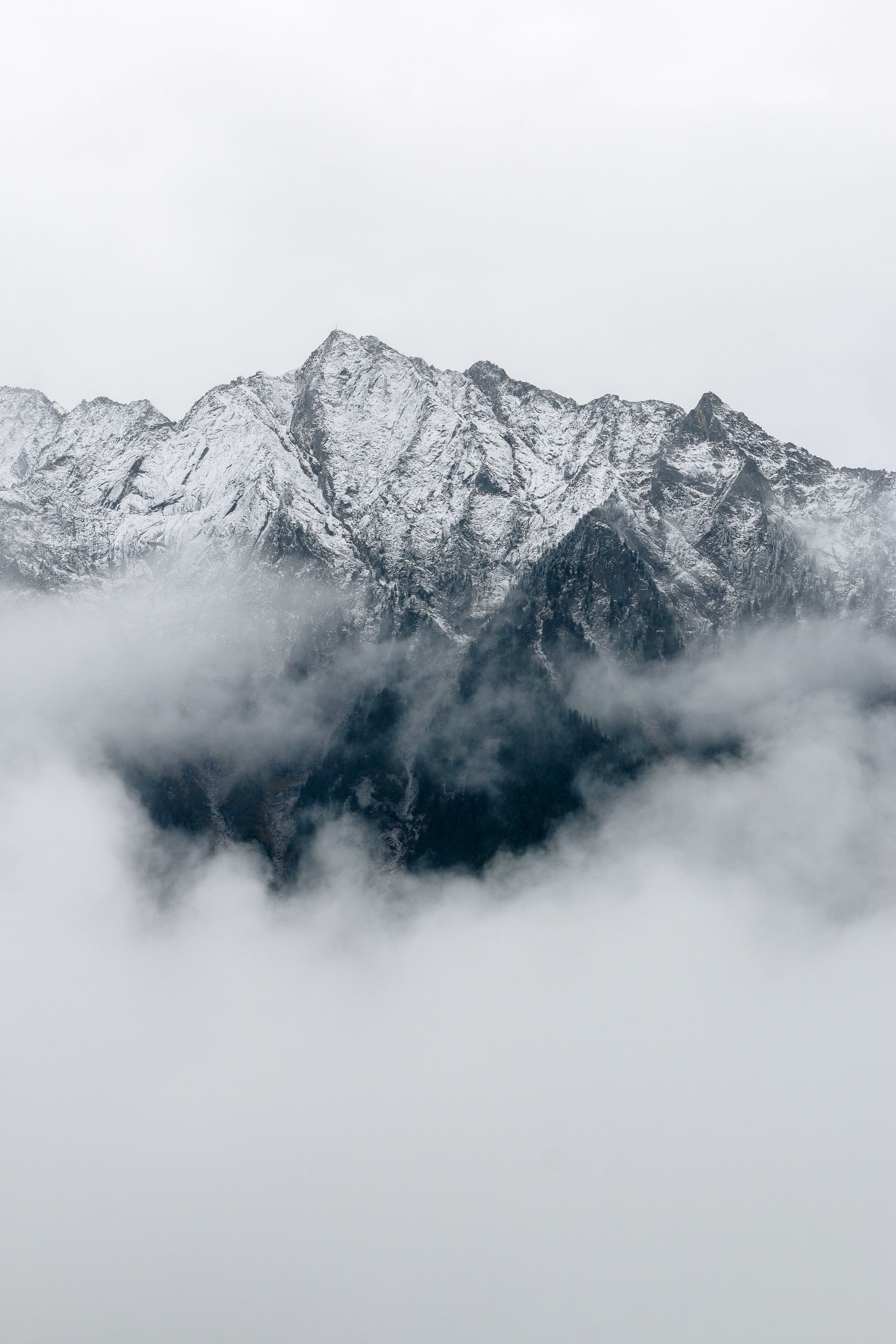 Wolken mit Bergen, unsplash