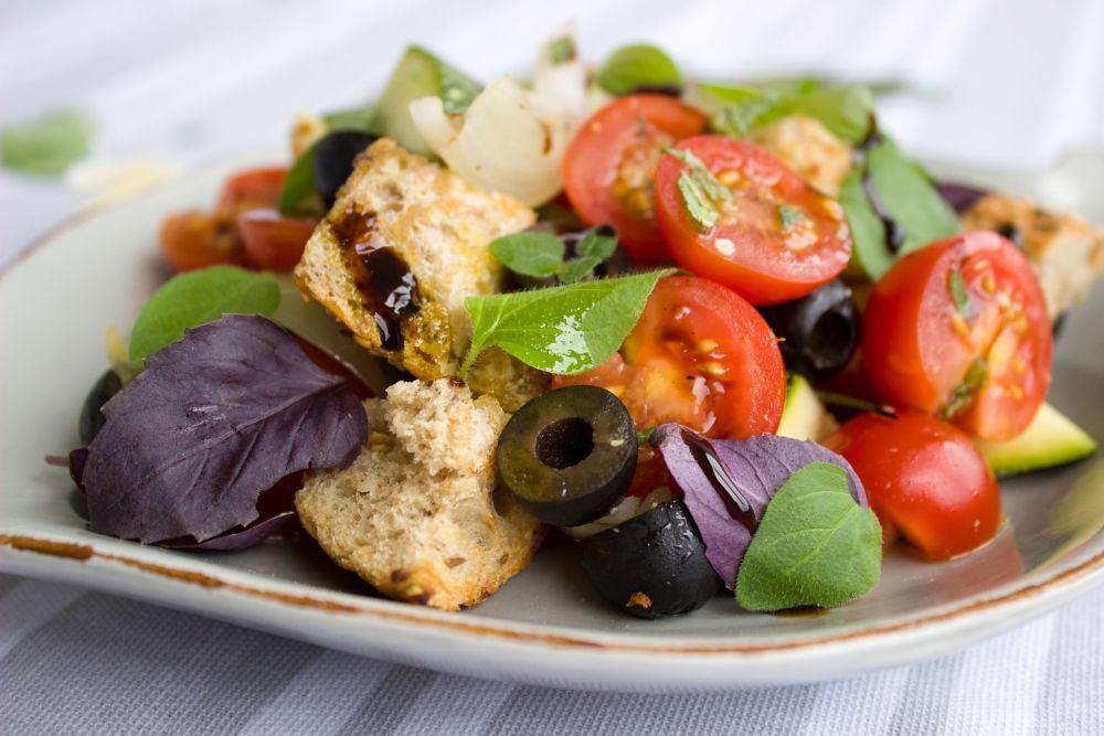 Salat mit Tomaten, vegan, © Pixabay, Einladung_zum_Essen