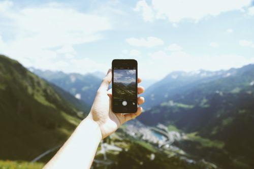 Berge durch Smartphone, pexels