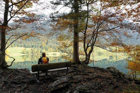 Mann auf Bank, Hintersteiner See, Pixabay