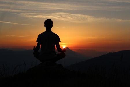 Yoga am Berg, Unsplash