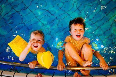 Kinder im Schwimmbad, Pixabay