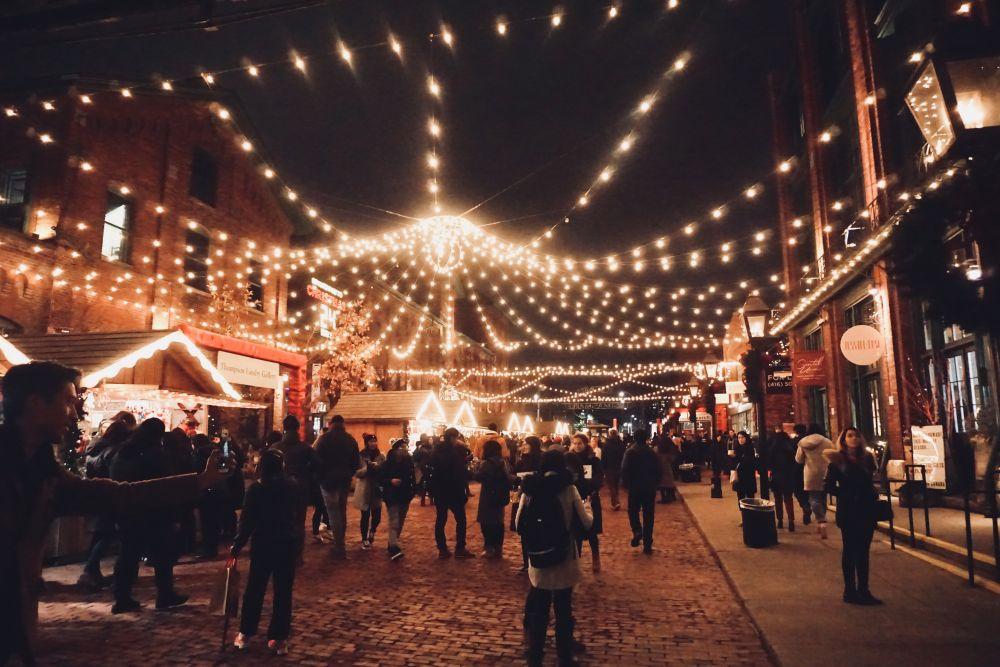 Lichter Weihnachtsmarkt, Unsplash