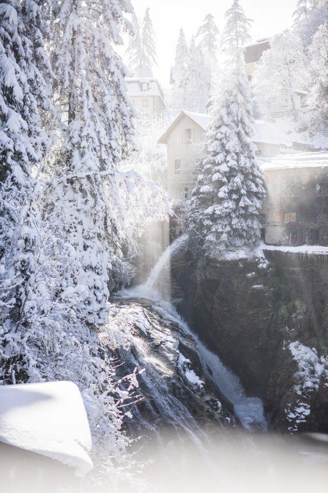 Der Wasserfall direkt im Zentrum