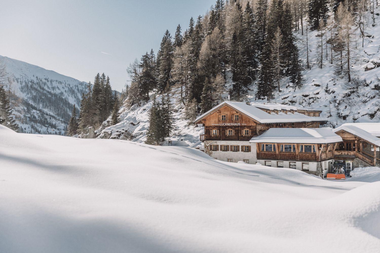 Der Alpengasthof inmitten der beeindruckenden Landschaft des Großglockners