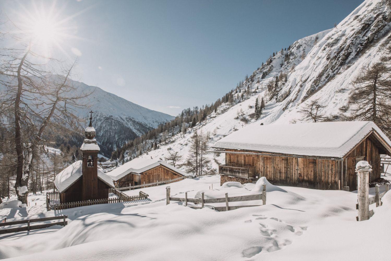 Winterliches Dorf in Osttirol