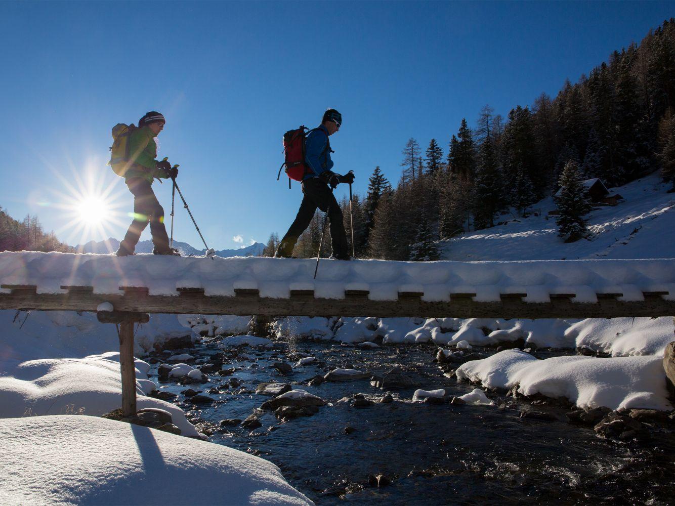 Schneeschuhwandern in Winterlandschaft
