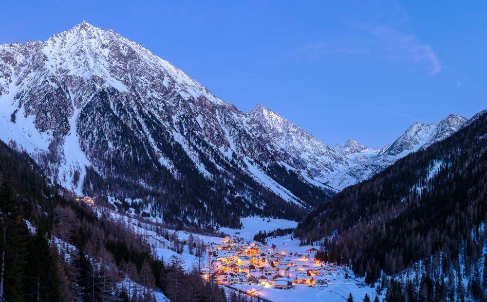 gries_ortsaufnahme_winter Dämmerung © Ötztal Tourismus