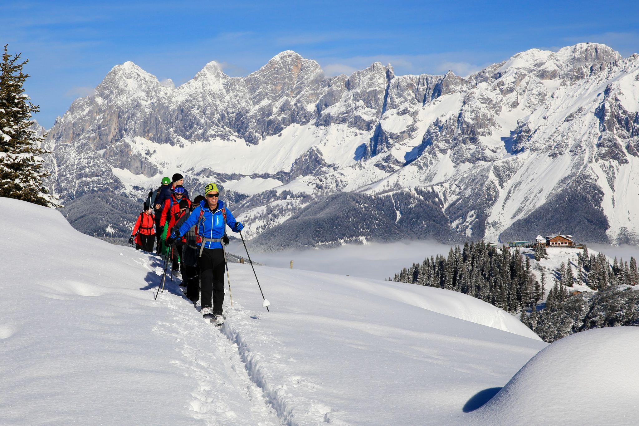 Schneeschuhwanderer auf dem Rossfeld