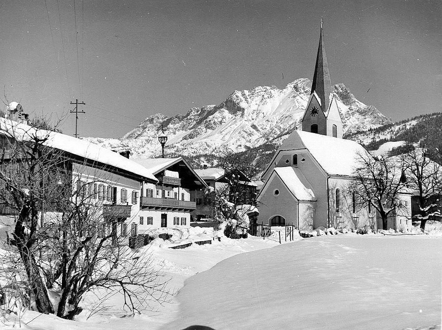 dorf-alte-kirche-winter-1950-© TVB PillerseeTal, Max Porsche.