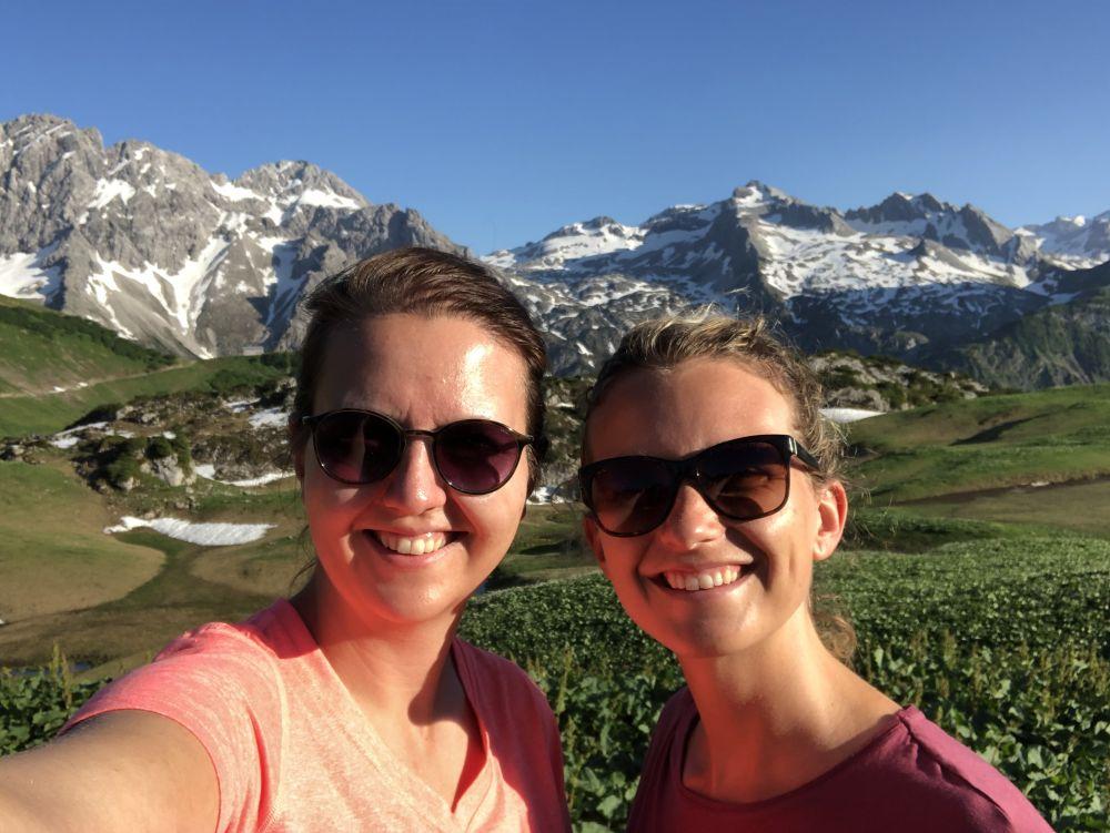 Bea und Sarah vom Wandersommer 2020