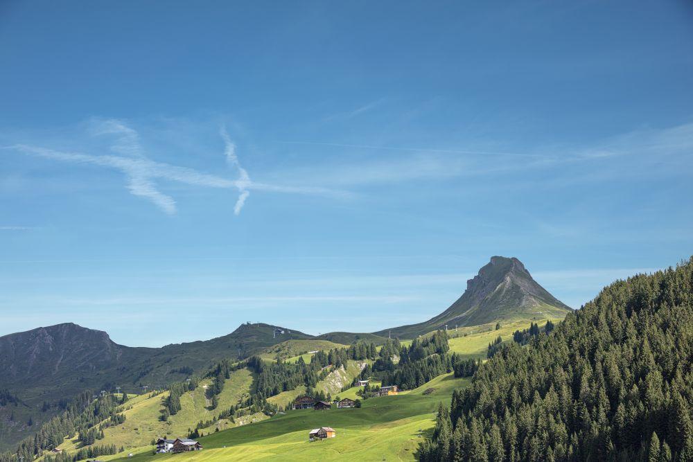 Damüls mit Mittagsspitze (c) Adolf Bereuter - Bregenzerwald Tourismus