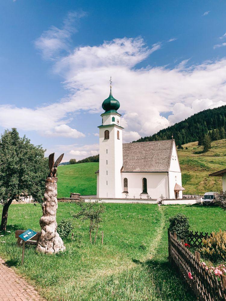 Blick auf die Kirche in Thierbach