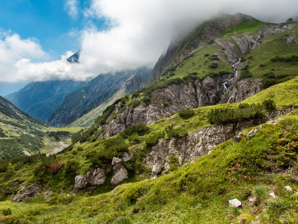 TirolWest_Wanderung WürttembergerHaus_Blick von der Hütte hinab_pulsderfreiheit