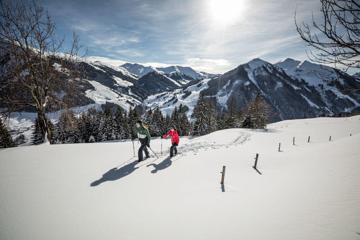 saalbach-winter-schneeschuhwandern-© Saalbach Hinterglemm, mirja-geh