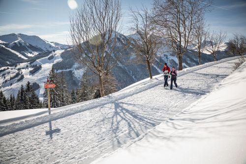 saalbach-winter-winterwandern-c-mirja-geh (49)